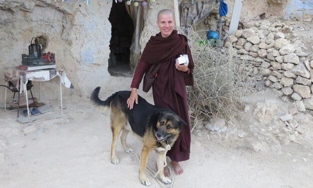 """Piya Dassi: """"Jei norite išmokti suvaldyti pyktį, ugdykite geraširdiškumą visų būtybių atžvilgiu"""""""